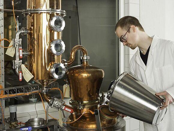 Distilling Lab (I19032-1)
