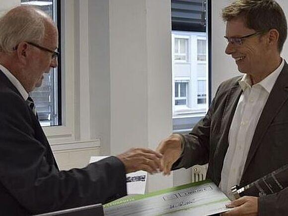 Prof. Holger Schneider erhält HFU Lehrpreis (I9453)
