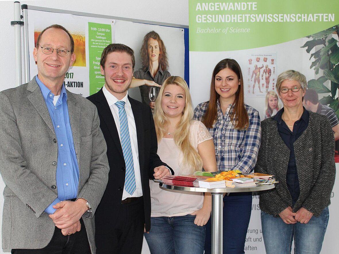 Von links: Professor Thomas Heidenreich, Projektleiter der Hochschule  Esslingen, Philipp Geisberger, Regionalgeschäfsführer der Barmer in ...