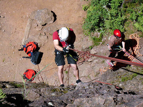 Sicherung in großer Höhe: SSB-Studierende üben an Kletterfelsen (I8332)