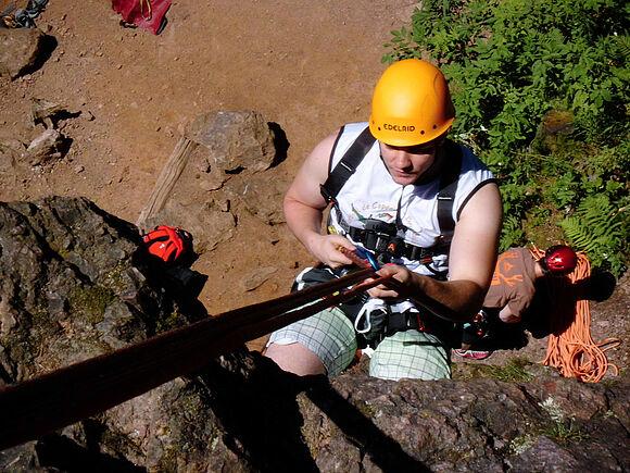 Sicherung in großer Höhe: SSB-Studierende üben an Kletterfelsen (I8330)