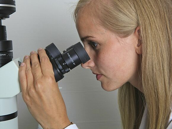 Microbes on microscope eyepieces: could mean one in the eye for users!