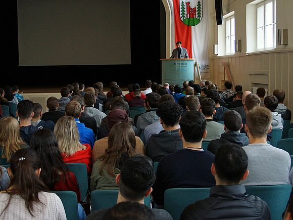 Winter Semester starts with 1220 new first semester students (I6)