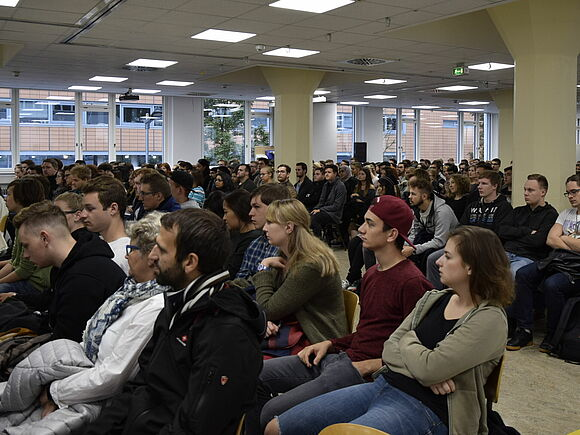 Winter Semester starts with 1220 new first semester students (I3)