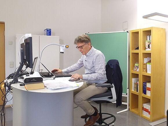 Marketing- und Vertriebslabor der Fakultät Wirtschaftsingenieurwesen in Betrieb (I18266)