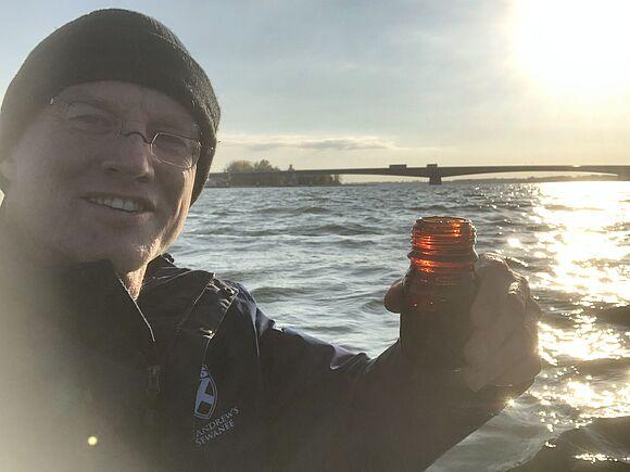 Prof. Fath plant Donau zu durchschwimmen
