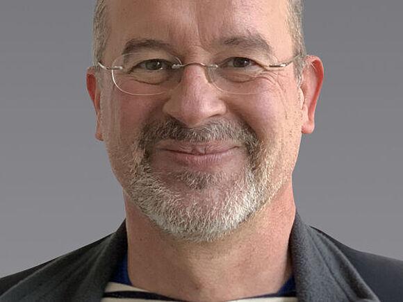 Akademischer Mitarbeiter: Raphael Gilles