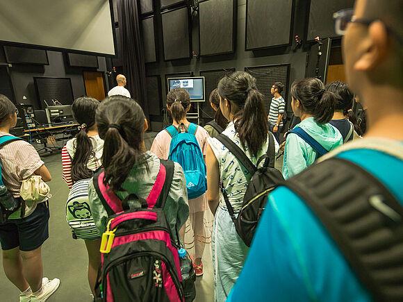 Schüler aus China zu Besuch (I9468)