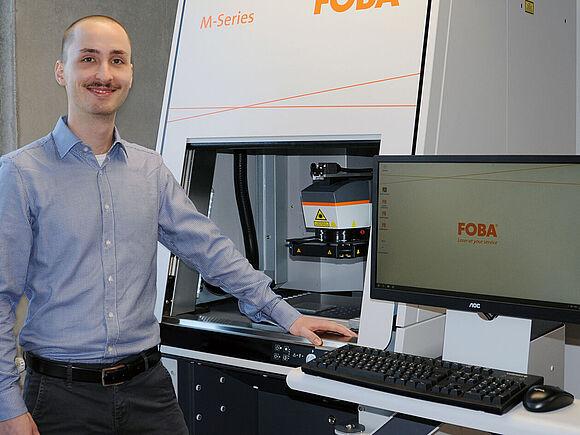 Materialwissenschaften: HFU-Masterstudent untersucht Laserparameter für Medizinprodukte-Markierung