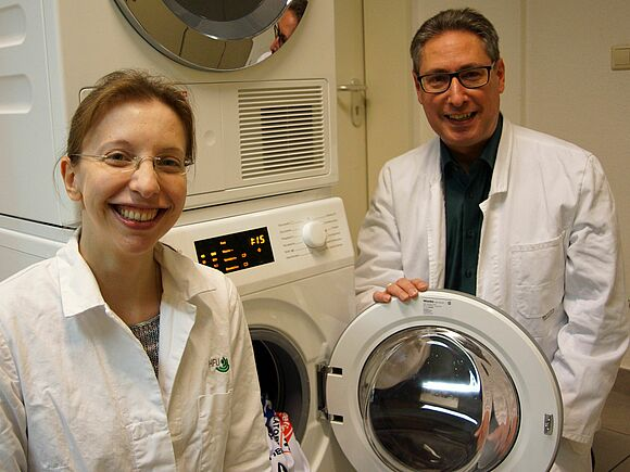 Washing machine bacteria: the smell comes from the rubber seal (I15559)