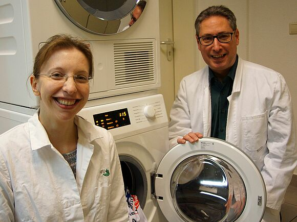 Washing machine bacteria: the smell comes from the rubber seal