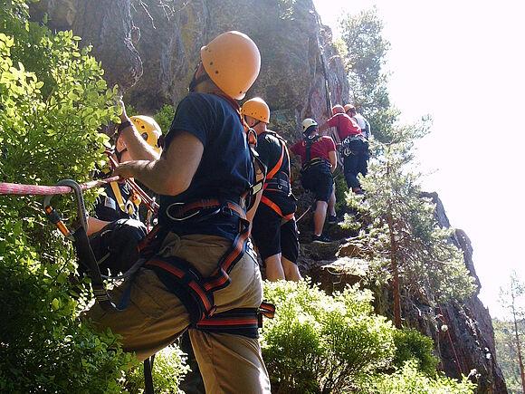 Sicherung in großer Höhe: SSB-Studierende üben an Kletterfelsen (I8328)