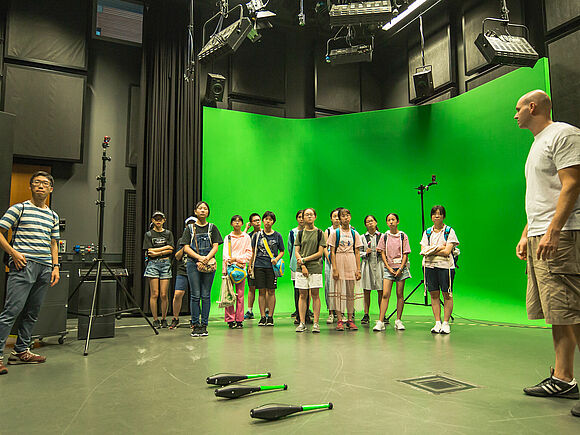 Schüler aus China zu Besuch (I9466)