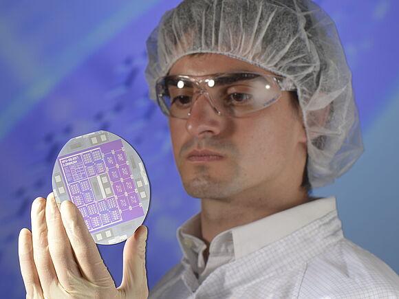 Siliziumwafer mit Mikro- und Nanostrukturen