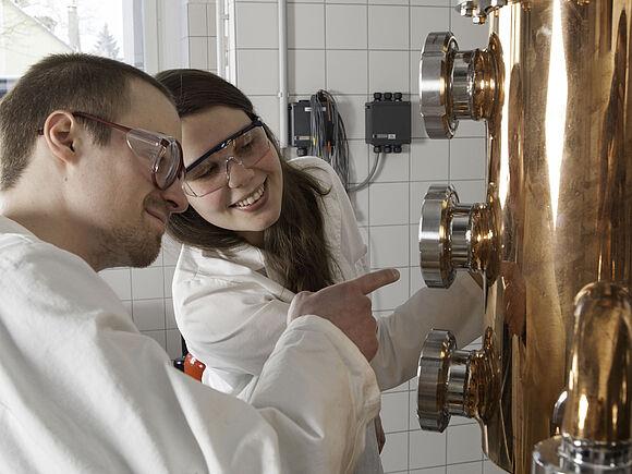 Distilling Lab (I19032-2)