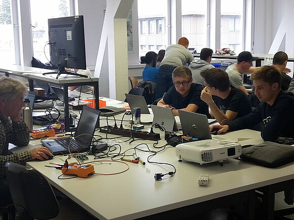 [Translate to English:] Tag der Elektrotechnik - Studieng (I23956-1)