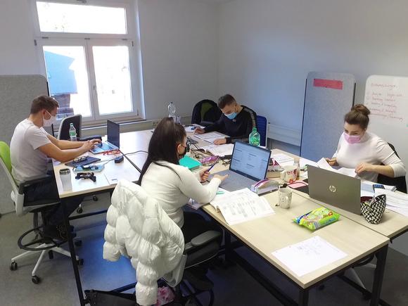 Marketing- und Vertriebslabor der Fakultät Wirtschaftsingenieurwesen in Betrieb (I18265)