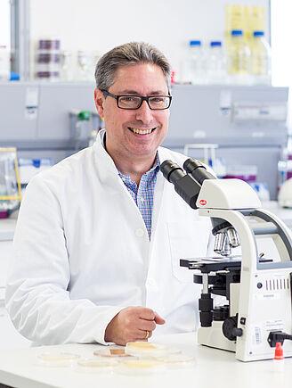 """Neue Forschungsprofessur für """"Angewandte Virologie und Hygieneforschung"""" (I18255)"""
