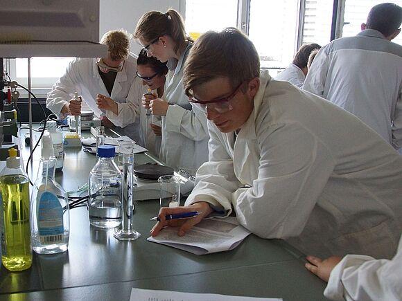 Labortag mit Schülerinnen und Schülern vom Hoptbühl-Gymnasium aus Villingen (I10120)